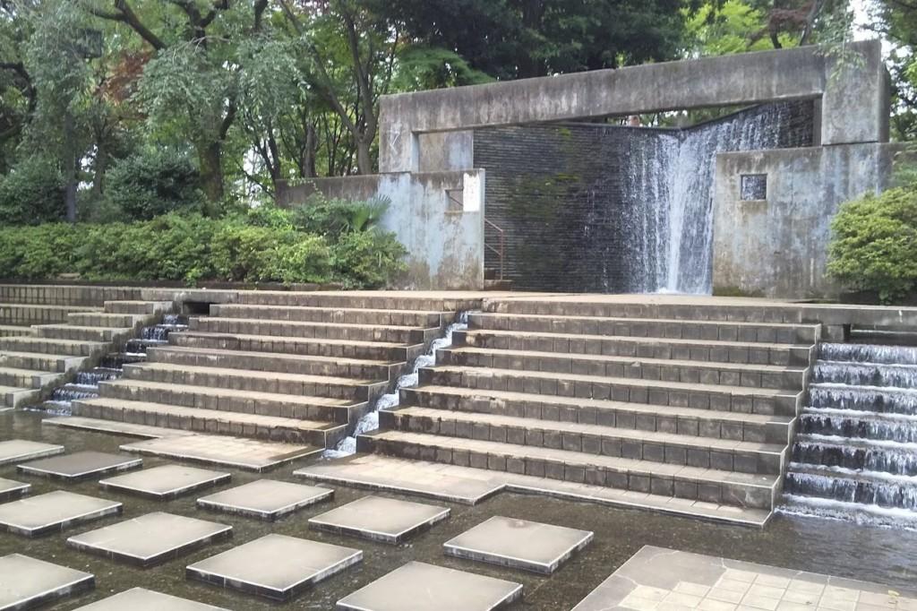 国分寺けやき公園の滝