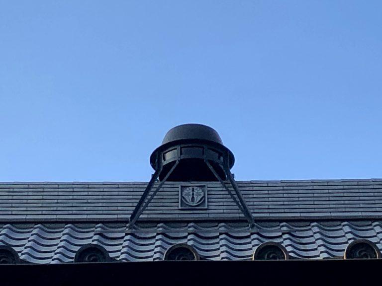 屋根の上のお釜