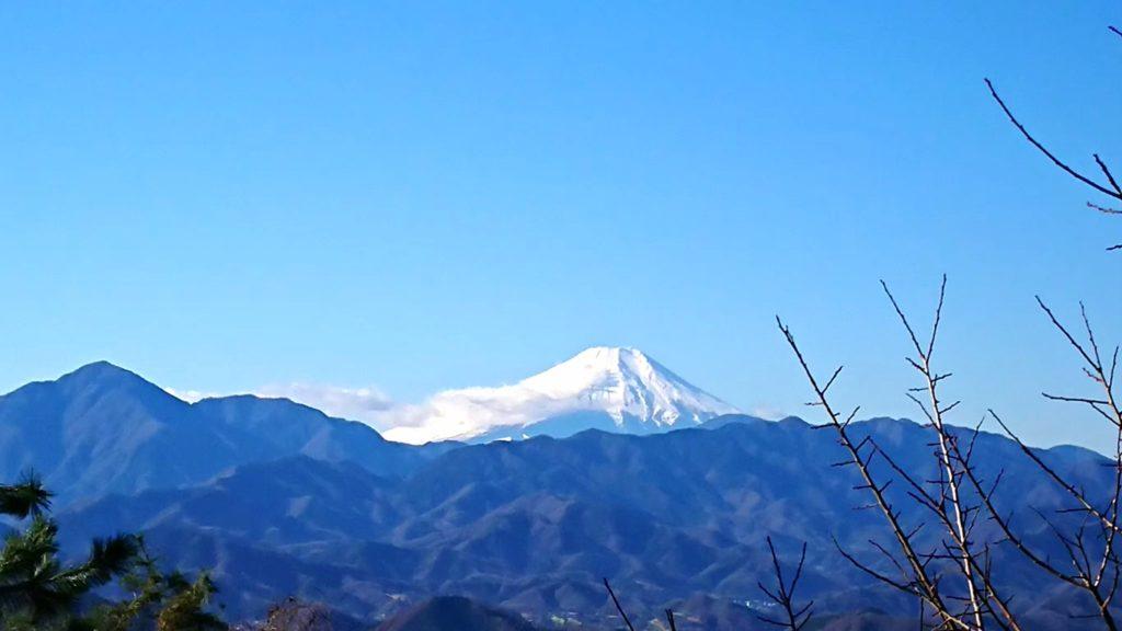 遠くに見える山